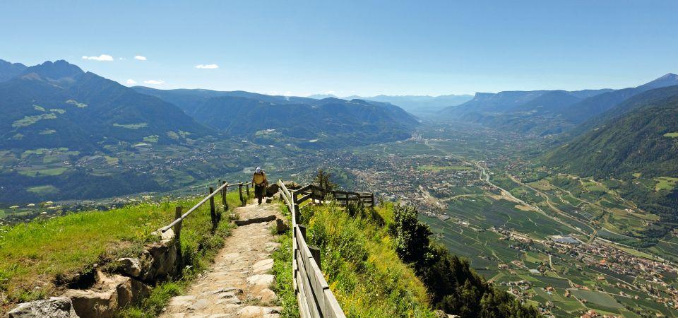 Dorf Tirol Wandern 002 960