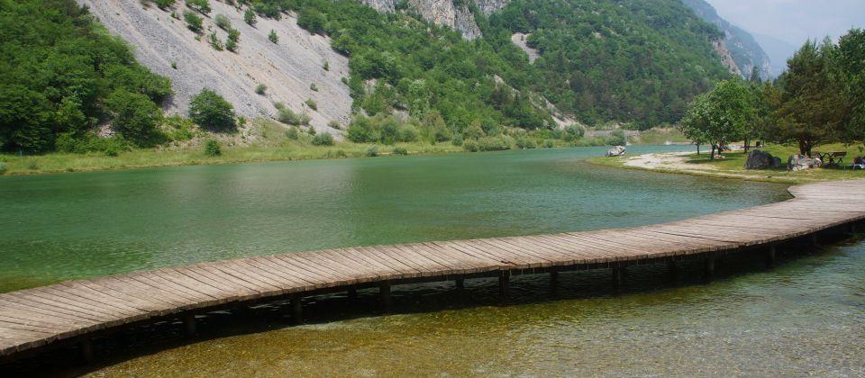 Steg am Nembiasee in Italien