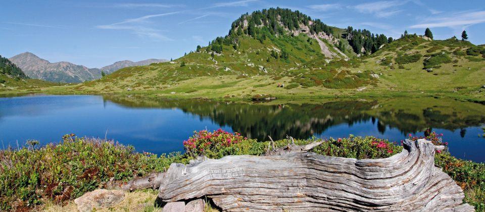 il Lago delle Buse nella catena del Lagorai, Val di Fiemme, Tren