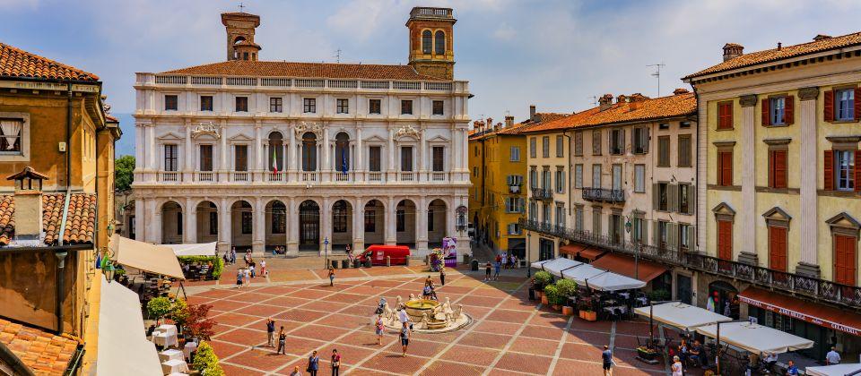 Beitragsbild Die Piazza Vecchia in Bergamo Lombardei