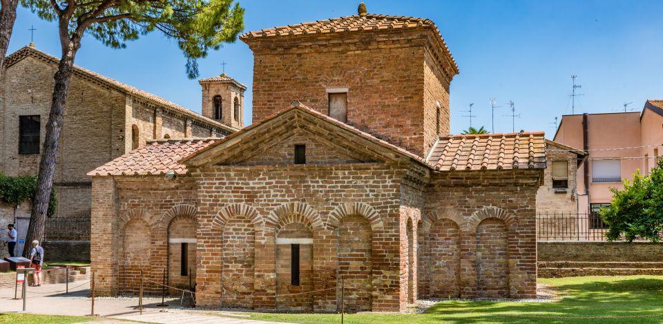 Die zwei Mausoleen in Ravenna Fließtext01