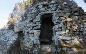 Graues Gestein auf den Vie del Granito Beitragsbild